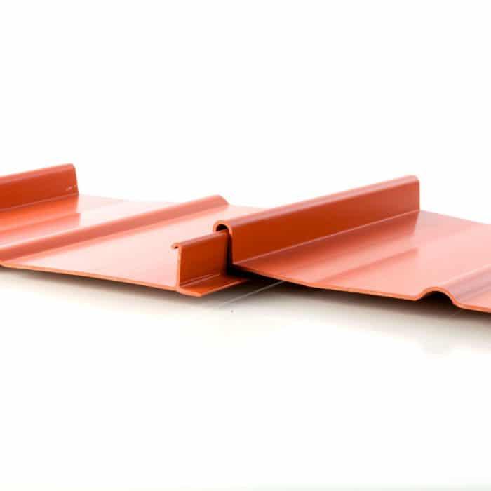 Produktbild_Kunststoff_Dachbahn_Ziegelrot_montiert
